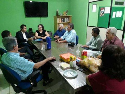 Senador Marcos Rogério visita Sindicato dos Jornalistas e apresenta seus projetos