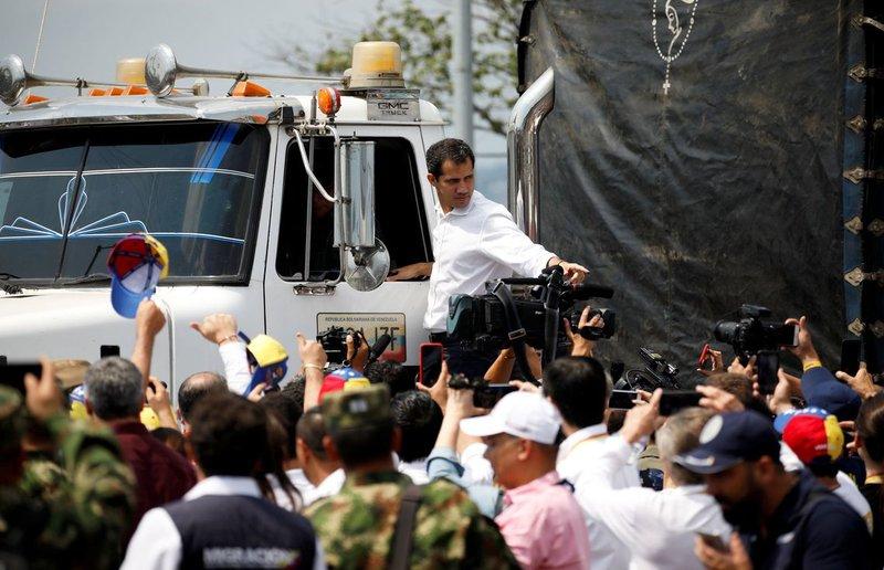 """Venezuela: Guaidó e Duque apelam a militares venezuelanos: """"fiquem do lado certo"""""""