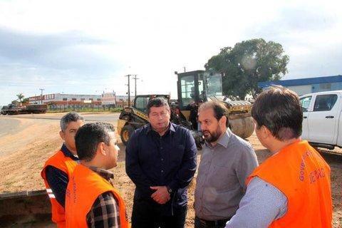Presidente Laerte Gomes e diretor do DER vistoriam obra de reparos no anel viário de Ji-Paraná