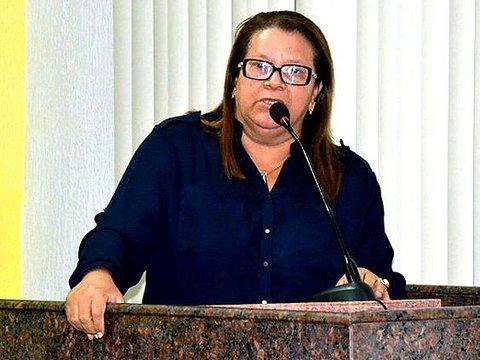 Ellis Regina e autora de anteprojeto que transforma licença prêmio e férias em pecúnia a servidores