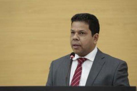Deputado Jair Montes solicita informações dos servidores e contratos da Caerd e Soph