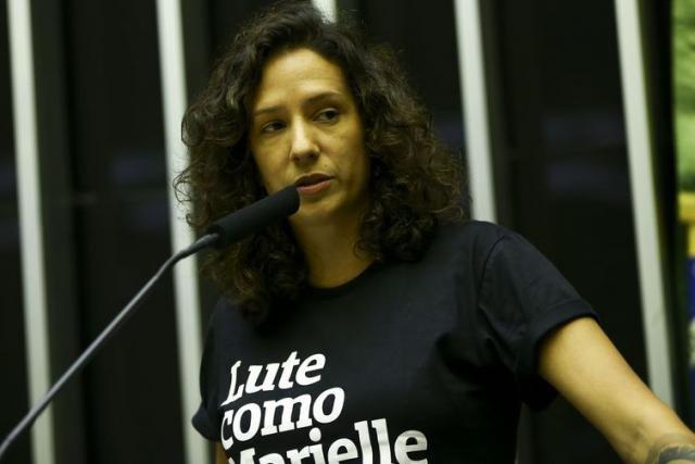 A viúva Mônica Benício recebe a medalha concedida à vereadora Marielle Franco - Marcelo Camargo/Agência Brasil - Gente de Opinião