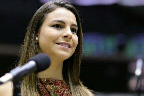 Vídeo: Mariana Carvalho comemora a aprovação do seu projeto em que o agressor terá de ressarcir SUS por custos com vítima de violência doméstica