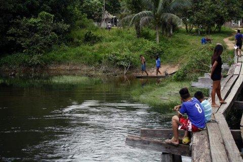 Karitiana aproveitam água da chuva, cipó e árvores amazônicas