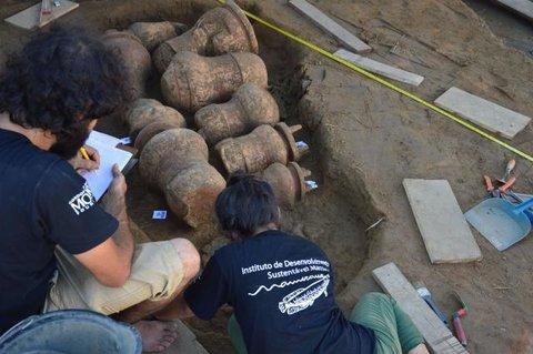 Amazônia antiga: Urnas funerárias com cerca de 500 anos são transportadas para Santarém (PA), onde serão feitas análises dos ossos
