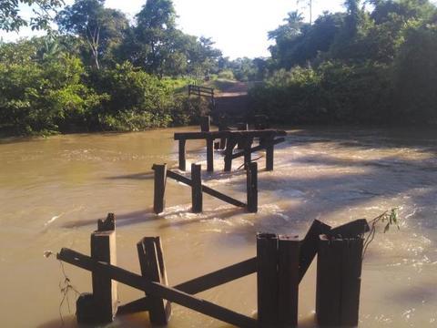 Chuvas causaram prejuízos, em Rolim de Moura, de mais de R$ 850 mil reais; Ponte da linha 204 foi levada pela força da água