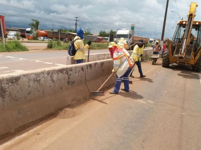 Equipes da Semusb realizam mutirão de limpeza na BR-364 - Gente de Opinião