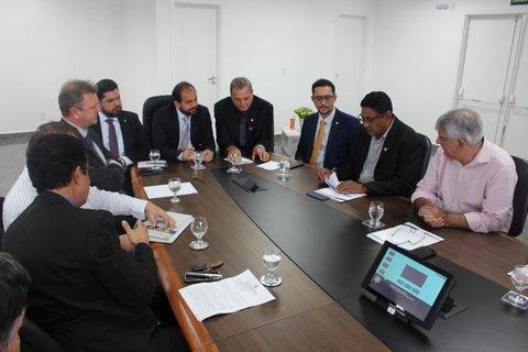 Empresários de autopeças se reúnem com deputados estaduais para discutir sobre revisão do MVA