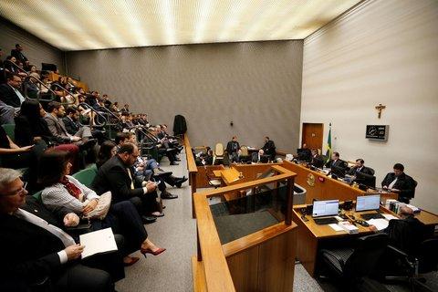 STJ: Maioria decide reduzir pena do ex-presidente Lula