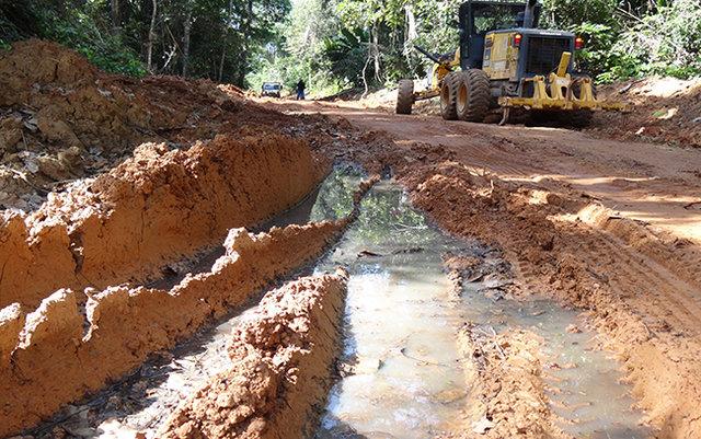 Prefeitura de Porto Velho trabalha na recuperação de estradas em localidades rurais - Gente de Opinião