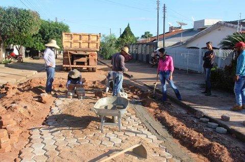 Infraestrutura: Prefeitura cria várias frentes de trabalho para a execução de obras de pavimentação e drenagem