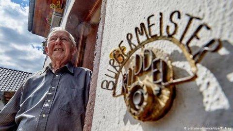 Prefeito alemão vai se aposentar após 56 anos no cargo