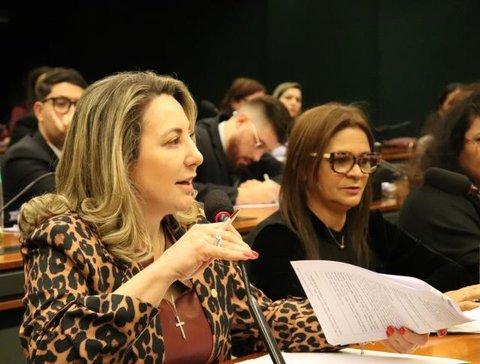 """REFORMA DA PREVIDÊNCIA: """"Proposta do relator sobre aposentadoria dos professores ainda não é justa"""", diz Jaqueline Cassol"""