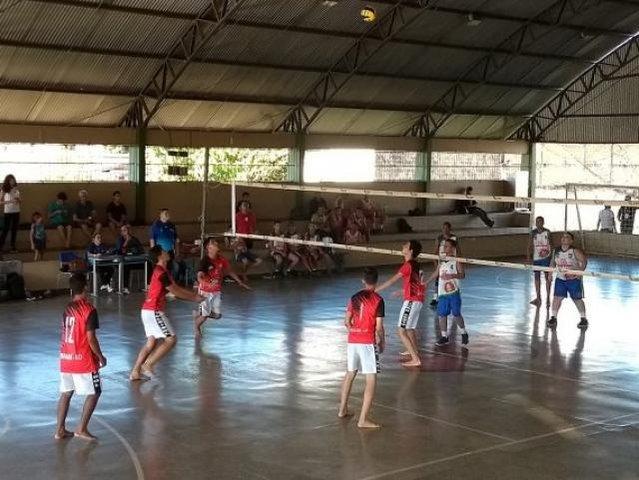 Doença rara motiva estudante a se tornar o melhor nas quadras de voleibol - Gente de Opinião