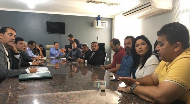 Cristiane Lopes participa de reunião para discutir regularização de templos religiosos - Gente de Opinião