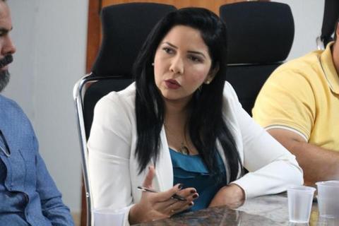 Cristiane Lopes participa de reunião para discutir regularização de templos religiosos