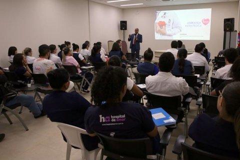 Palestra de membro do TCE-RO a gestores e funcionários do Hospital de Amor tem como tema liderança estratégica