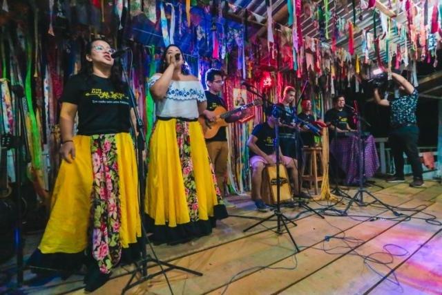 Grupo Minhas Raízes com músicas com influência indígena e andina - Gente de Opinião