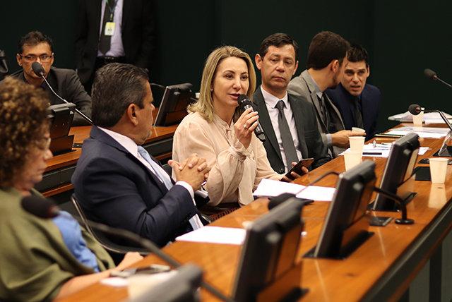 Médicos pelo Brasil: Jaqueline Cassol defende que médicos formados no exterior sejam incluídos no programa - Gente de Opinião