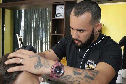 Barbearia que começou atendimentos em bairro carente hoje é sucesso em Ji-Paraná
