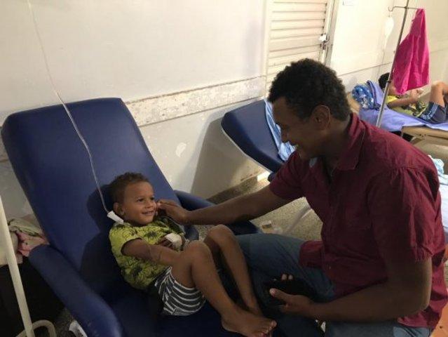 O agricultor Sandro Luciano Costa Silva veio do município de Alto Paraíso com o filho - Gente de Opinião