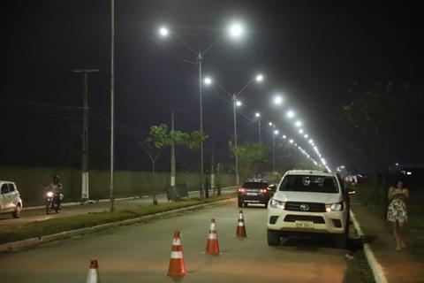 Porto Velho - Prefeitura instala rede de iluminação aérea na Guaporé