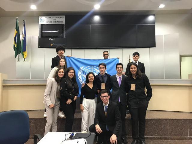 Alunos do Colégio Sapiens são destaque em simulação da ONU; 8 delegados vão para etapa nacional - Gente de Opinião