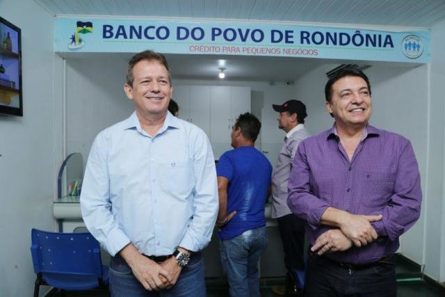 Diretor Aníbal Martins e presidente do Banco do Povo, Manoel Serra - Gente de Opinião