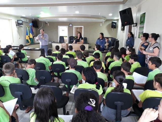 Educação para o Futuro já entregou 5,7 mil apostilas nas escolas municipais - Gente de Opinião