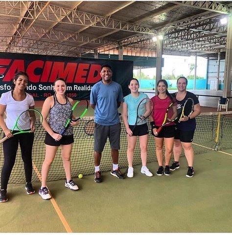 Escolinha de tênis do Sesi formou campeões na modalidade e conta com mais de 120 alunos - Gente de Opinião
