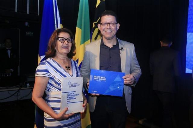 Primeira mulher brasileira nomeada como secretária de Planejamento e Coordenação Geral e governadora de Rondônia, Janilene Vasconcelos de Melo, e o governador Marcos Rocha - Gente de Opinião