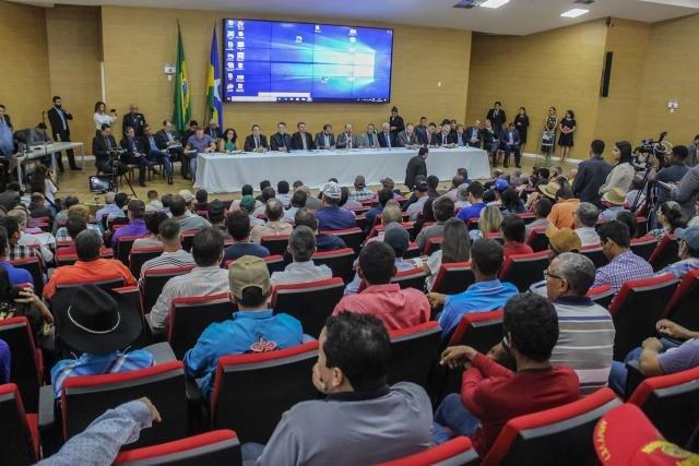 Destinação de R$ 2,6 milhões para investir na qualidade da pecuária leiteira atende demanda dos produtores, diz Cirone Deiró - Gente de Opinião