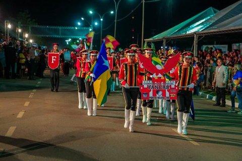 Lenha na Fogueira + União e amor à pátria, defendidos  nos desfiles de 7 de Setembro + Centro de convenção tem  Licitação aberta