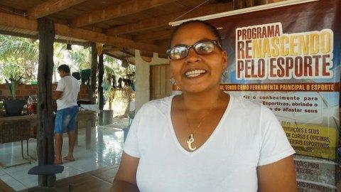 Alunos das escolas Porteirão e da Linha 21, na Vila Samuel, trocam chinelos por materiais esportivos. Veja o vídeo: