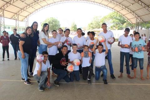 Vilhena - 29 escolas da rede municipal de ensino recebem materiais esportivos