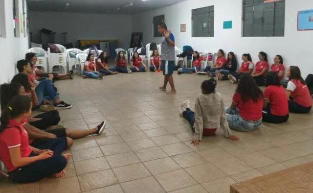 Musa do festival de Praia  de Costa Marques + Alunos da escola Castelo Branco na Oficina de Teatro - Gente de Opinião