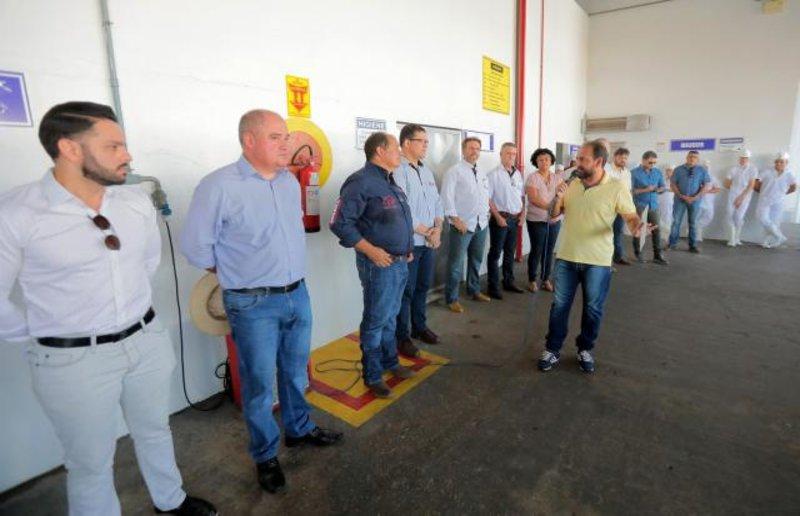 Presidente Laerte Gomes anuncia R$ 800 mil para construção de UBS durante visita ao frigorífico Rio Beef