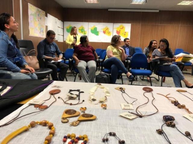 Membros da Agevisa, Sedi e da ONG NHR Brasil alinham ações para criação de cooperativa para organizar produção de biojoias de pacientes em tratamento da hanseníase - Gente de Opinião