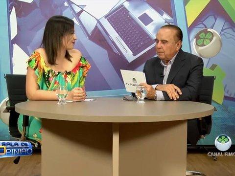 Dr. Aparício conversa com a Coordenadora do curso de Estética e Cosmético da Faculdade Metropolitana, professora Carla Resende