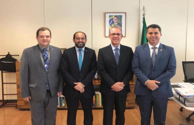 Presidente Laerte Gomes relata problemas da Energisa ao ministro das Minas e Energia