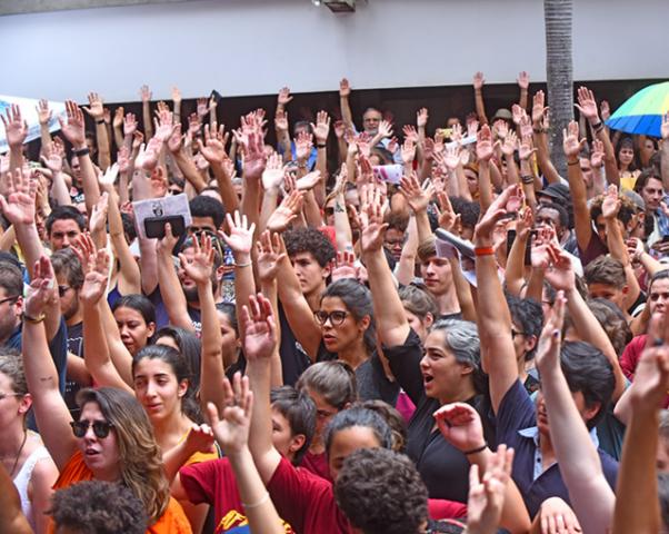Mais de 8 mil defendem Universidade Pública  - Gente de Opinião