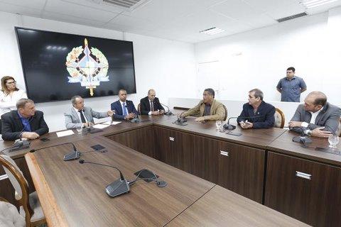 Comissão de Educação da ALE discute tabela do piso do magistério com secretário da Seduc