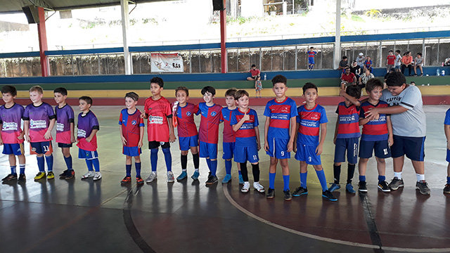 Escolinha de futsal do Laura Vicuña disputa torneio no Dom Bosco - Gente de Opinião