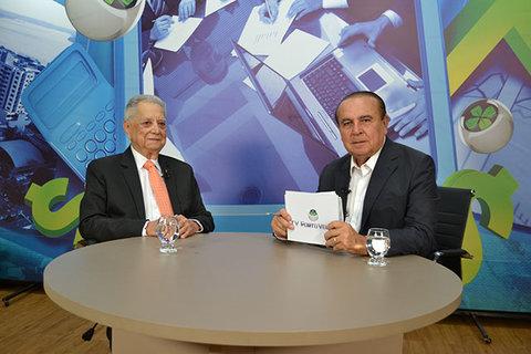 Dr. Aparício Carvalho entrevista o médico Hélio Strutos Arouca