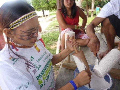 Látex orgânico gera renda às famílias da Amazônia