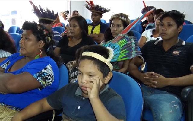 Com a falta do transporte escolar comunidades indígenas invadiram a câmara de vereadores - Gente de Opinião