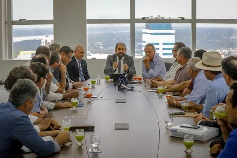 Presidente Laerte Gomes recebe comitiva de prefeitos em audiência para falar sobre Energisa, Refis e teto de gastos