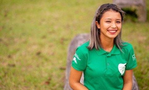 Na Amazônia, jovem ribeirinha de 19 anos desenvolve projeto para melhorar venda de polpas de frutas de sua comunidade
