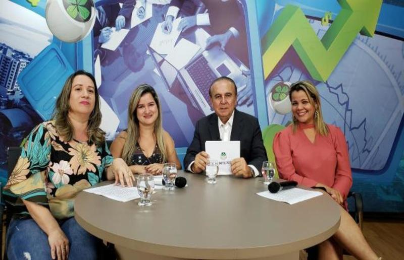 Dr. Aparício Carvalho conversa com as professoras do curso de Pedagogia da Faculdade Metropolitana