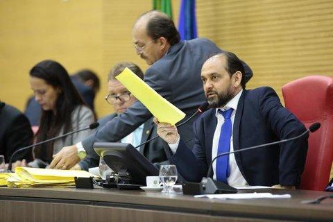 Aprovado projeto do presidente Laerte Gomes que suspende eleições de diretores de escolas públicas